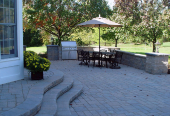 Patio and Seating walls in Basking Ridge NJ backyard